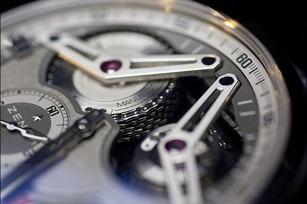 Pánské náramkové hodinky Zenith Academy nově v titanu - Hodinky ... 14990d1c29c