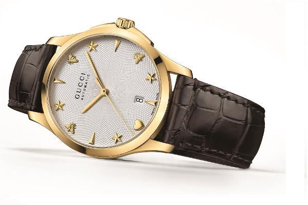 f56aa8141 Elegantní a moderní kolekce G- Timeless od společnosti Gucci se vyznačuje  vytříbenou estetikou. Nyní Gucci představila tři nové modely v automatickém  ...