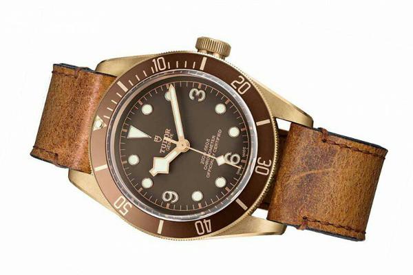 Tudor-Heritage-Black-Bay-Bronze002pub