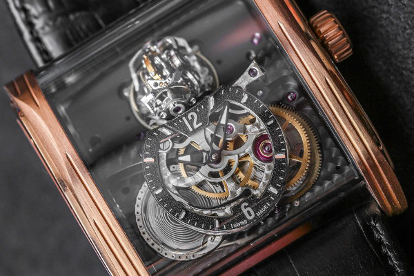 Triple Axis Tourbillon pub 01